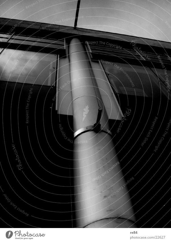 grauer Balken Himmel weiß schwarz dunkel grau Gebäude Architektur Glas modern Köln Stahl Balken