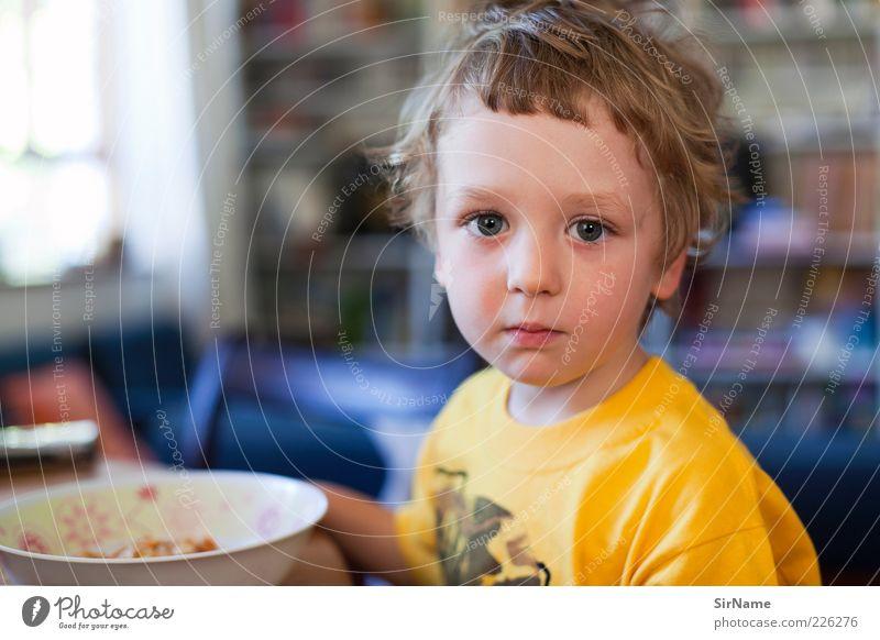 141 [Zu-Früh-Stück] Mensch schön ruhig Gefühle Junge Denken Essen Kindheit sitzen ästhetisch beobachten T-Shirt Vertrauen Frühstück Schalen & Schüsseln Kind