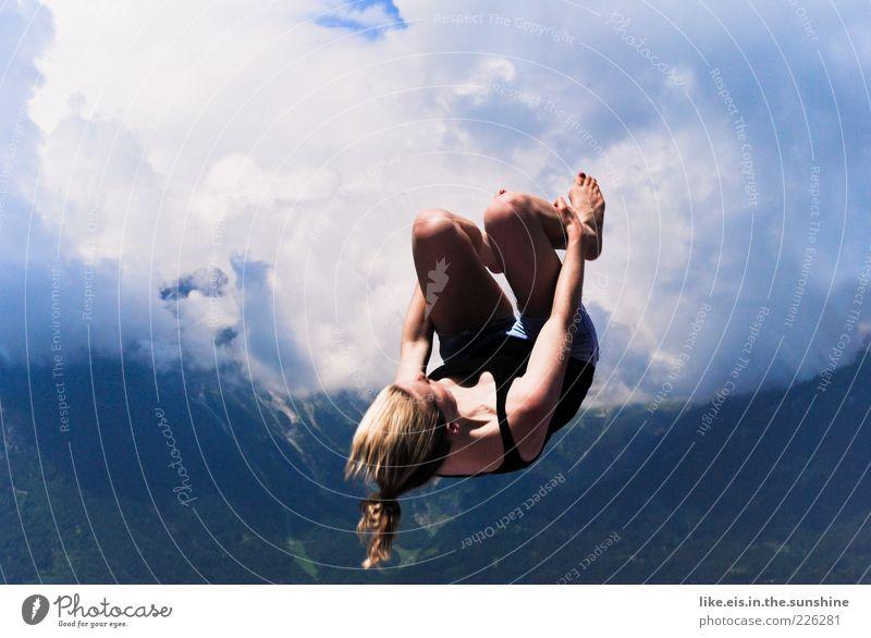 woooohoooow II Freizeit & Hobby Sommer springen Salto Rückwärtssalto Turnen Turner feminin Junge Frau Jugendliche Erwachsene 1 Mensch 18-30 Jahre Wolken blond