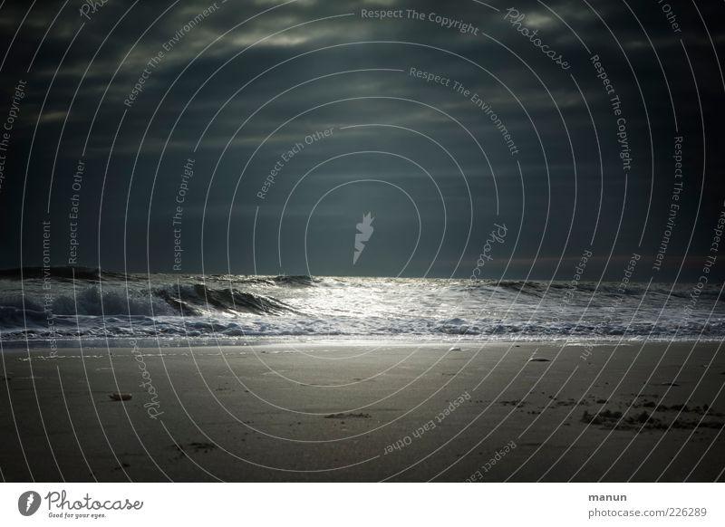 Blanker Hans Himmel Natur Strand Meer Ferien & Urlaub & Reisen Wolken Einsamkeit dunkel Umwelt Sand Küste Wetter Wellen Wind glänzend Klima