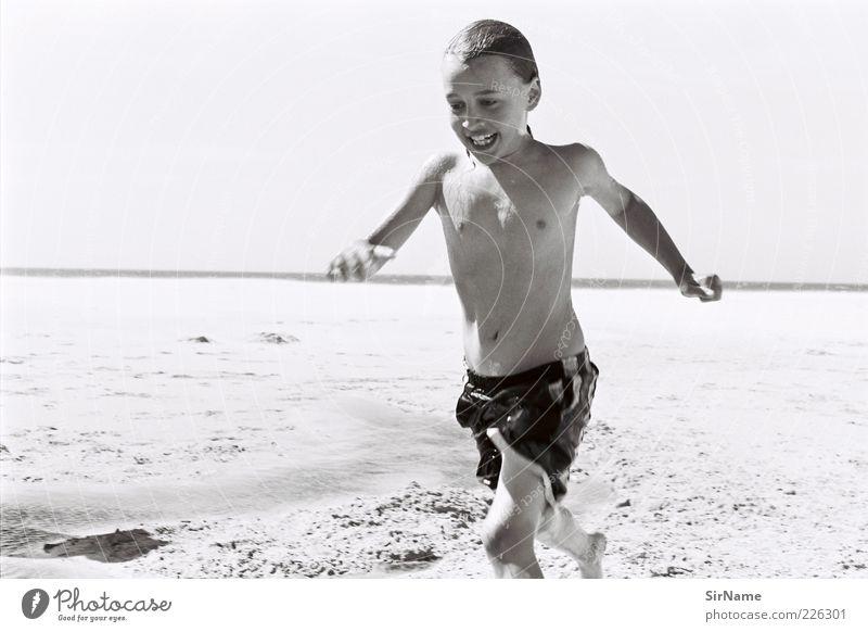 143 [am Horizont entlang] Mensch Kind Jugendliche Ferien & Urlaub & Reisen Meer Freude Strand Leben lachen Spielen Junge Glück Schwimmen & Baden Kindheit laufen