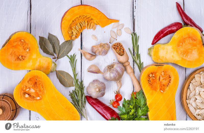frischer Kürbis und Kürbiskerne Natur weiß Speise Essen gelb Herbst natürlich Holz Dekoration & Verzierung Ernährung Tisch Kräuter & Gewürze Küche Gemüse
