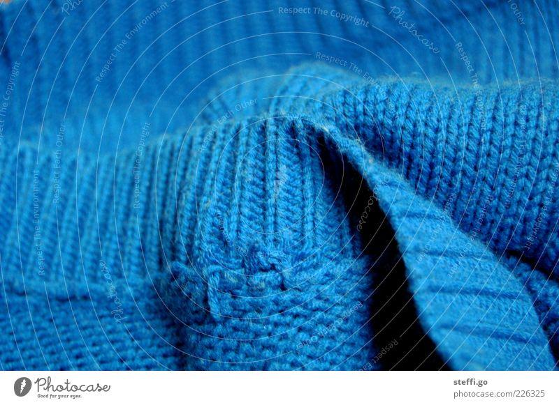 Lieblingspulli Bekleidung Pullover Stoff dick kuschlig weich blau Baumwolle gemütlich gestrickt stricken Strickmuster Textilien Wolle Textfreiraum oben