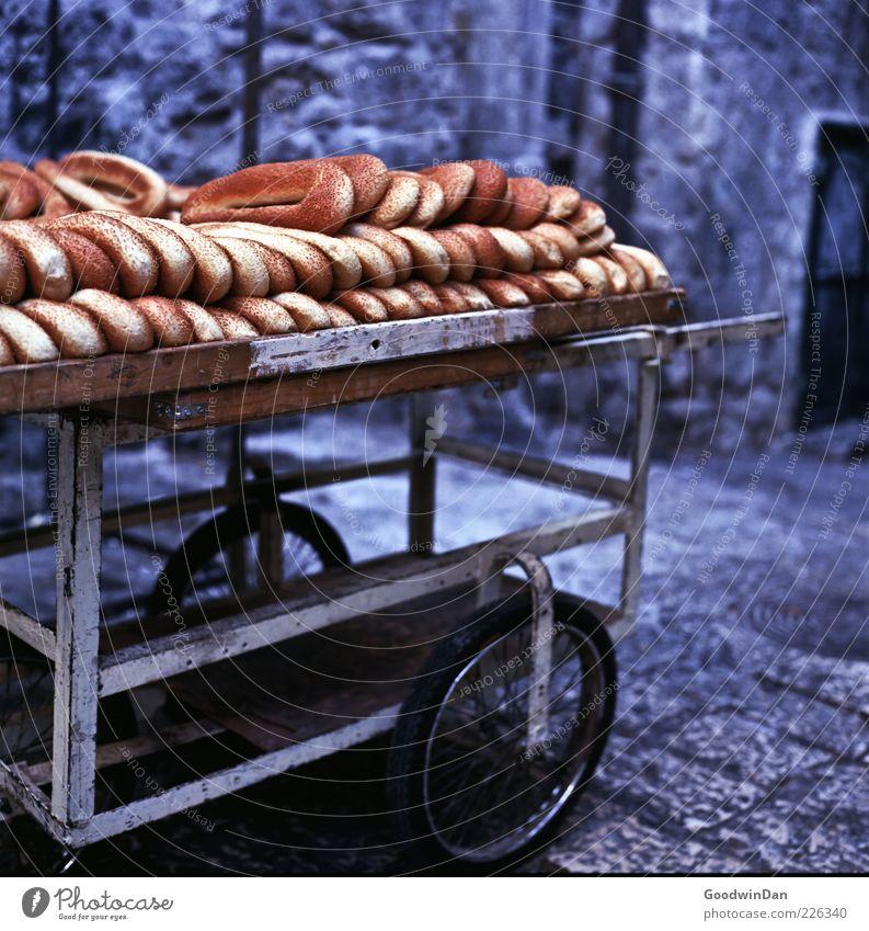 Bestellt, nicht abgeholt. außergewöhnlich Lebensmittel Fassade frisch frei Ernährung groß Kochen & Garen & Backen Unendlichkeit viele lecker gut Altstadt Brot