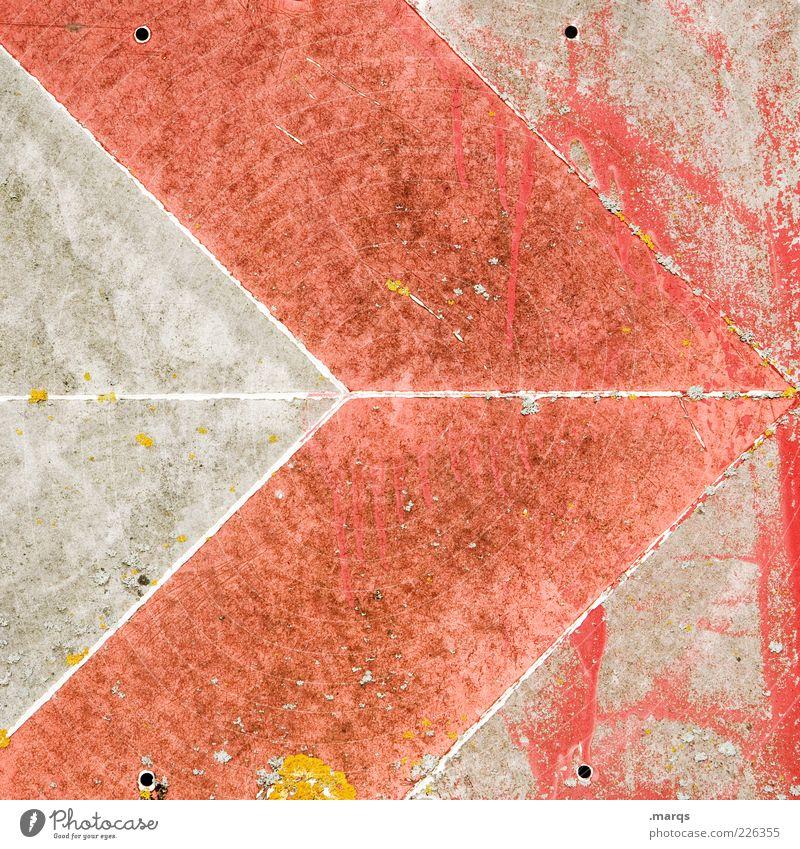 Weiter Metall Zeichen Hinweisschild Warnschild Pfeil eckig rot Farbe Farbfoto Detailaufnahme Strukturen & Formen verwittert Menschenleer grau