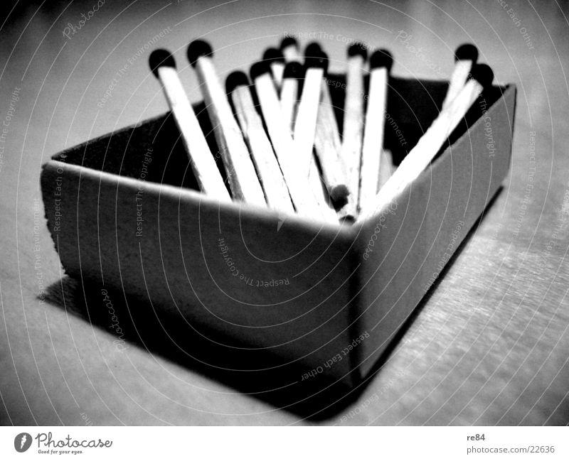 hölzschen! Streichholz Holz Packung Karton Licht schwarz weiß Feuerzeug Schachtel Freizeit & Hobby Brand Kontrast