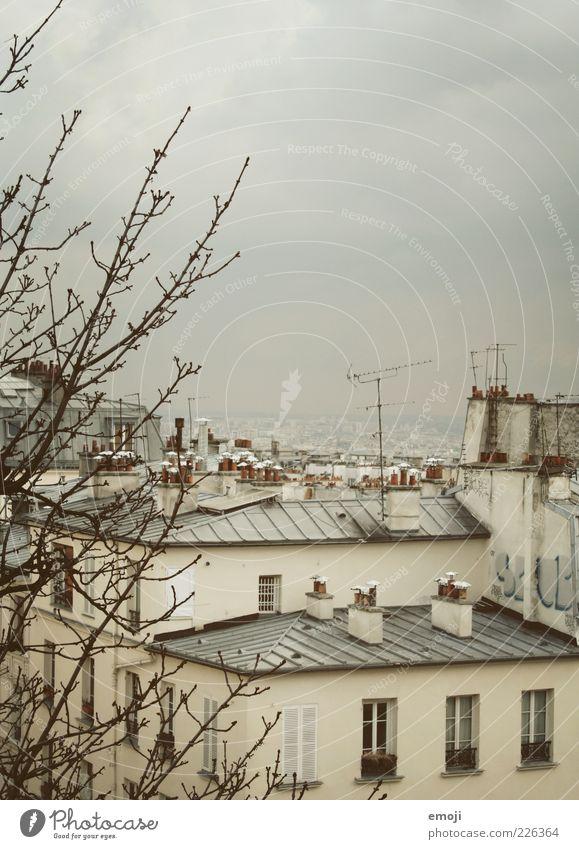 Hotelausblick III alt Stadt Haus Wand grau Architektur Mauer Wetter trist Dach Schornstein Antenne Vogelperspektive