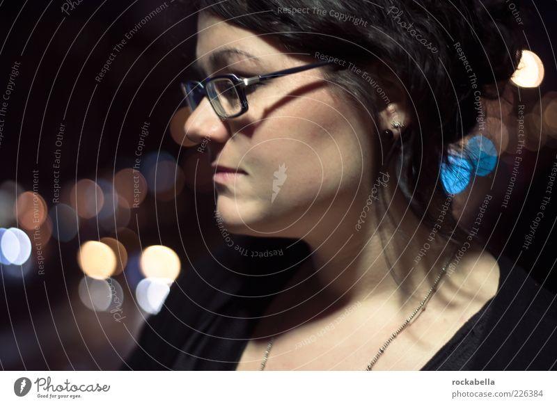 philo.sophie. Stil feminin Junge Frau Jugendliche 1 Mensch 18-30 Jahre Erwachsene schwarzhaarig brünett Denken glänzend träumen Traurigkeit ästhetisch schön