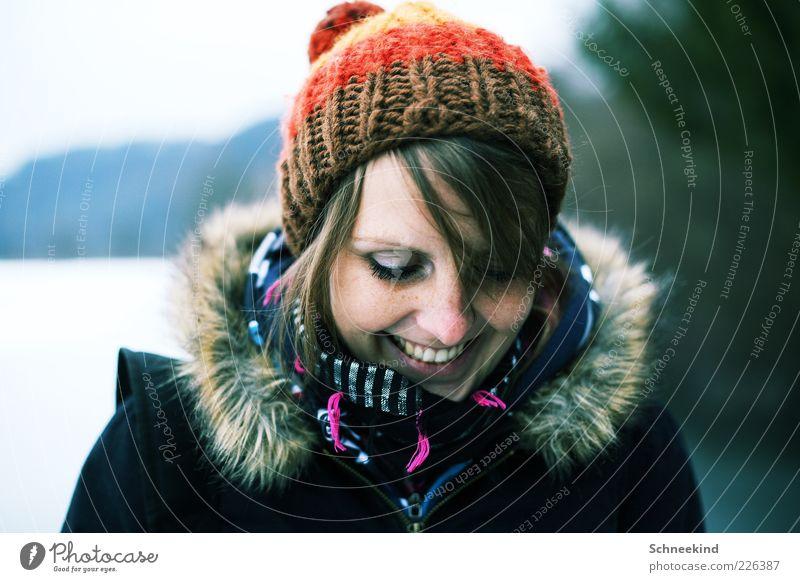 Winterfreuden Mensch Frau Jugendliche schön Freude ruhig Gesicht Erwachsene Erholung Leben feminin kalt Kopf Haare & Frisuren lachen Stil