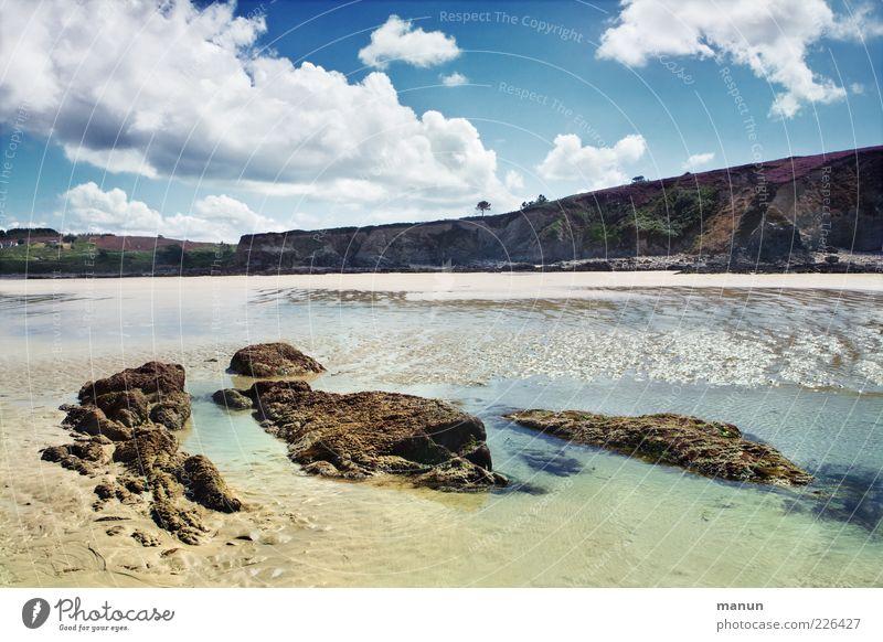 Reiselust Natur Landschaft Urelemente Sand Wasser Himmel Wolken Sommer Schönes Wetter Felsen Küste Strand Bucht Riff Meer Atlantik Bretagne Klippe frisch