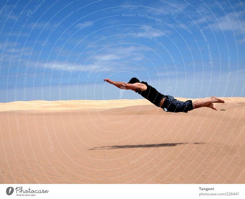 Harte Landung Mensch Jugendliche Ferien & Urlaub & Reisen Freiheit springen Sand fliegen maskulin außergewöhnlich Wüste Vertrauen sportlich Lebensfreude skurril