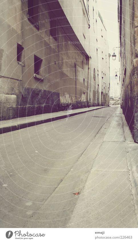 G_sse alt ruhig Haus Straße Wand Mauer Fassade hoch Sauberkeit Asphalt Bürgersteig eng Straßenbeleuchtung Gasse Bordsteinkante