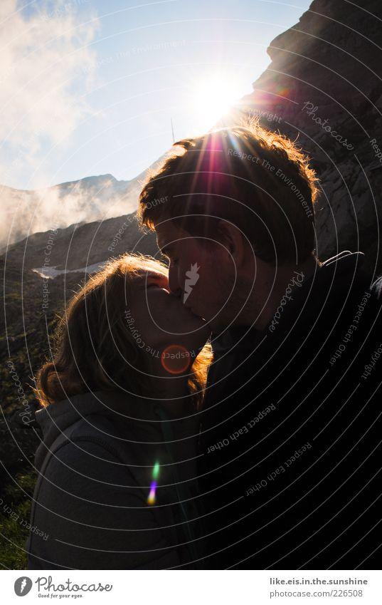<3 Mensch Himmel Jugendliche Sommer Ferien & Urlaub & Reisen Liebe Berge u. Gebirge Glück Erwachsene Paar Zusammensein wandern Felsen Romantik Alpen Schweiz