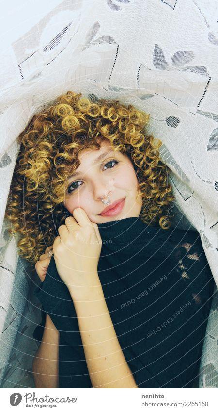 Schöne junge Frau mit lockigen blonden Haaren Lifestyle Stil Freude schön Haare & Frisuren Gesicht Wellness Wohlgefühl Mensch feminin Junge Frau Jugendliche 1