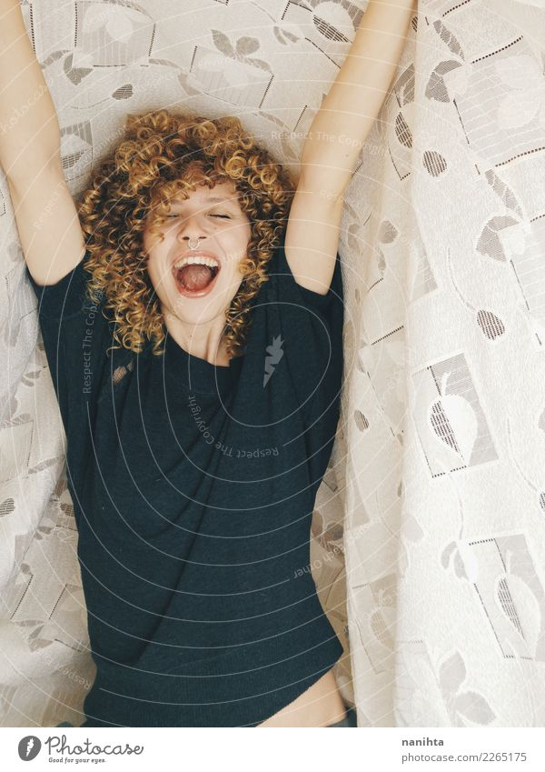 Junge fröhliche und blonde Frau Mensch Jugendliche Junge Frau schön Freude 18-30 Jahre Erwachsene Leben Lifestyle Gesundheit lustig feminin Stil lachen