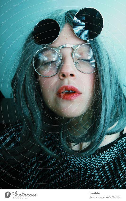 Seltsame Frau mit Retro-Sonnenbrille Stil Design exotisch Haare & Frisuren Haut Gesicht Mensch feminin Junge Frau Jugendliche 1 18-30 Jahre Erwachsene Kunst