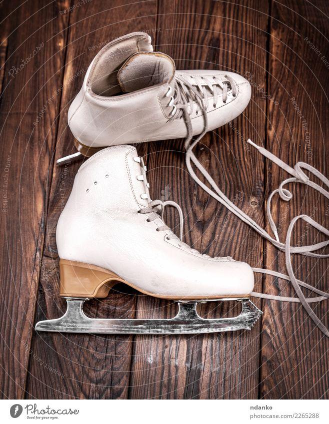 Lederschuhe für Eiskunstlauf Winter Sport Wintersport Schuhe Holz alt oben retro braun weiß Freizeit & Hobby Antiquität Hintergrund Klinge Holzplatte Entwurf