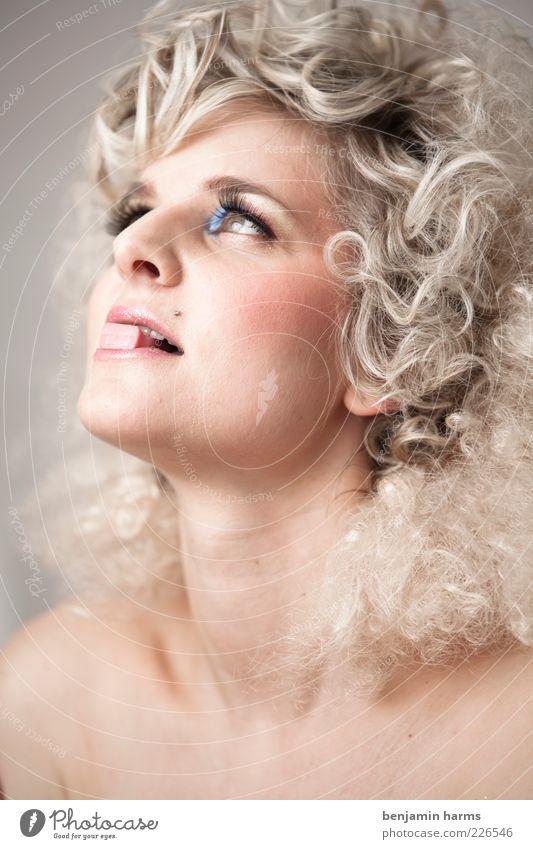 völlerei #1 Mensch Jugendliche feminin Kopf Erwachsene blond süß Locken Appetit & Hunger genießen 18-30 Jahre Lust Bonbon Junge Frau Euphorie