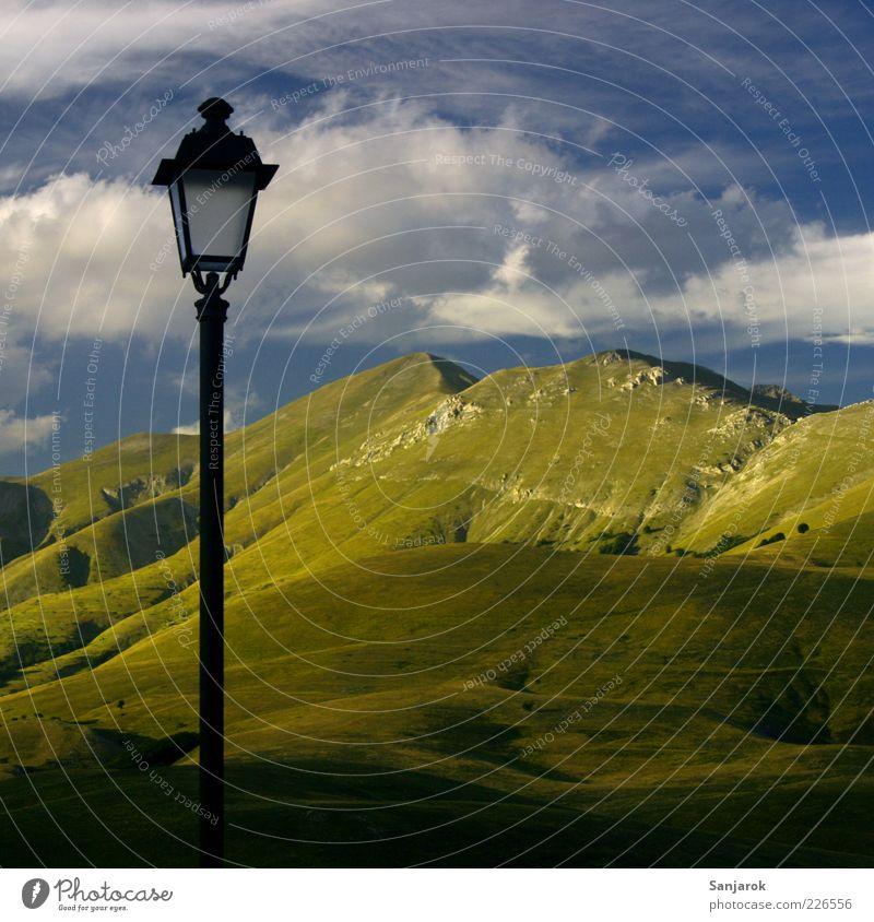 Die spinnen, die Italiener Natur Sommer Wolken Einsamkeit Ferne Wiese Berge u. Gebirge Umwelt Landschaft Beleuchtung Tourismus verrückt Alpen Neugier