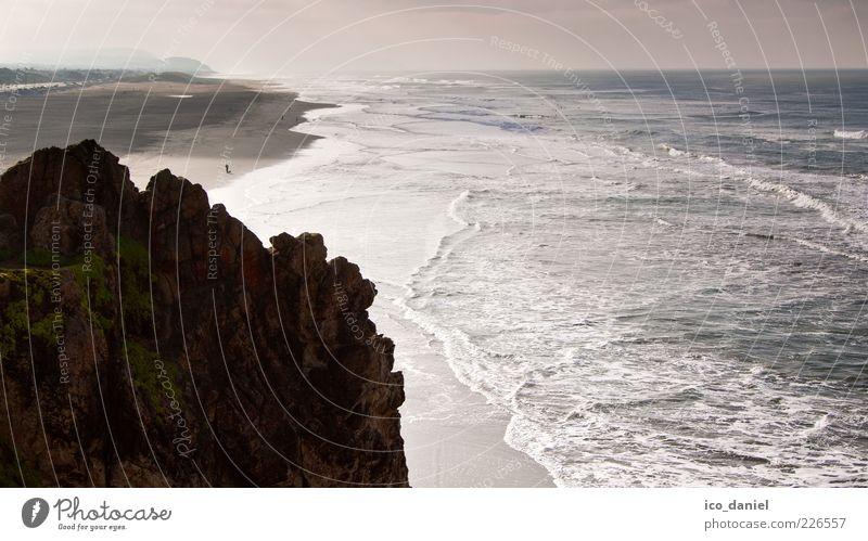 Blick in die Ferne Freizeit & Hobby Ferien & Urlaub & Reisen Tourismus Strand Meer Wellen 1 Mensch 2 Umwelt Natur Landschaft Urelemente Luft Wasser Sonnenlicht