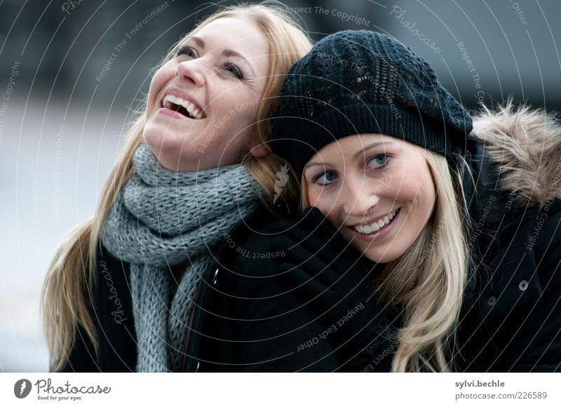 friends IV Mensch Jugendliche schön Freude Winter Leben feminin Gefühle Glück lachen Freundschaft lustig Zusammensein blond Fröhlichkeit Frau