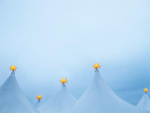 Sternenhimmel Winter Schnee Häusliches Leben Nachtleben Veranstaltung Weihnachten & Advent Fassade Zeichen blau Weihnachtsstern Außenaufnahme Menschenleer