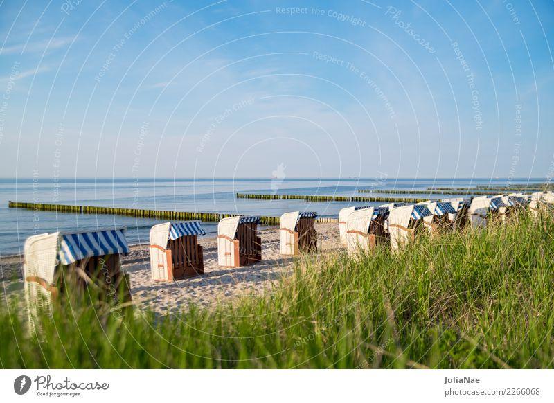 Strandkörbe am Ostseestrand Erholung ruhig Ferien & Urlaub & Reisen Ferne Meer Sand Wasser Himmel Küste See Freundlichkeit hell blau Einsamkeit Strandkorb