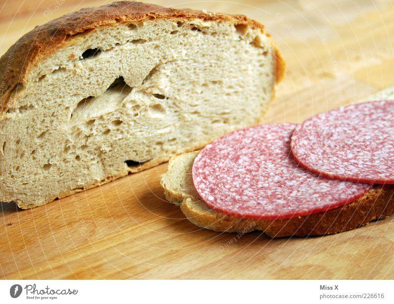 Fleischfresser Lebensmittel Wurstwaren Teigwaren Backwaren Brot Ernährung Frühstück Mittagessen Abendessen Bioprodukte lecker Salami Holzbrett Vesper herzhaft