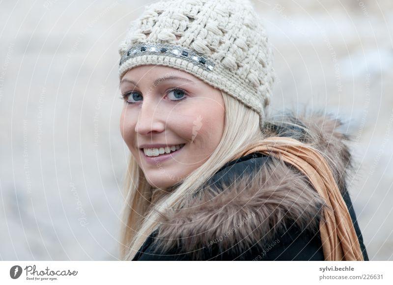 beautyful one Mensch Jugendliche schön Winter Gesicht Auge Leben feminin Gefühle Stil Glück Haare & Frisuren Zufriedenheit Mund blond