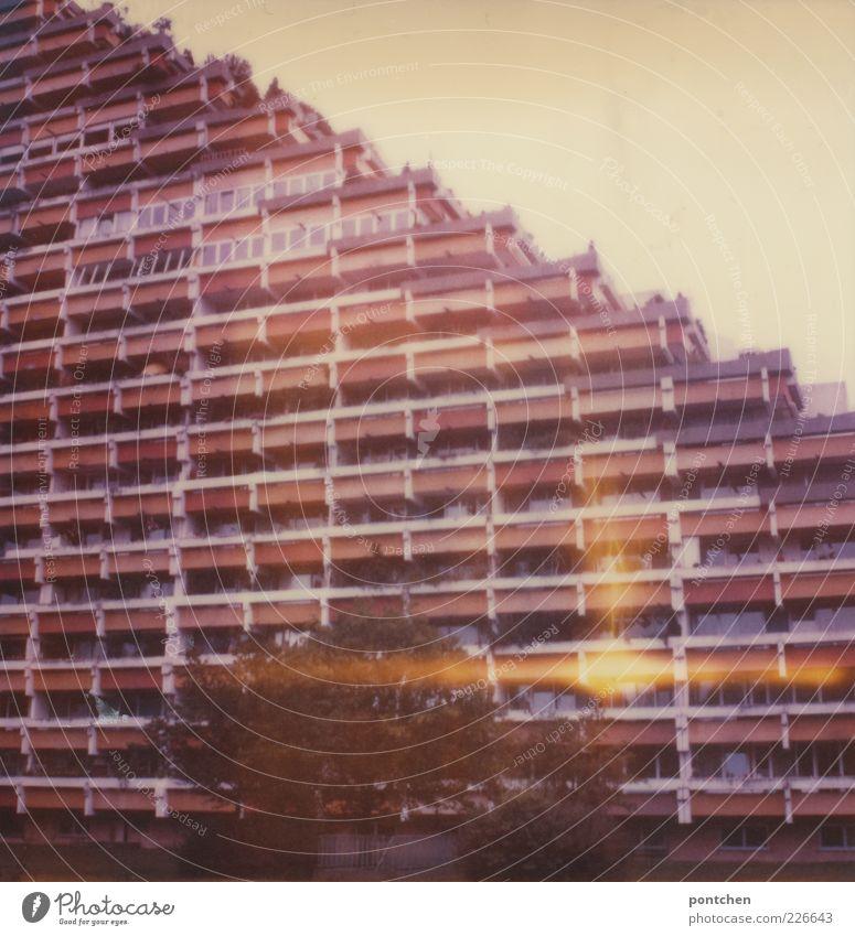 Pharaohais Architektur. Polaroid zeigt ein Hochhaus der 60er Jahre. Baustil, Vergangenheit Stadt Haus Bauwerk Gebäude Plattenbau pharao-haus Siebziger Jahre