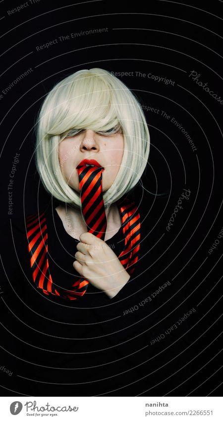 Konzeptionelle Porträt über Stress bei der Arbeit Mensch Jugendliche Junge Frau schön weiß rot dunkel 18-30 Jahre schwarz Gesicht Essen Erwachsene feminin Stil