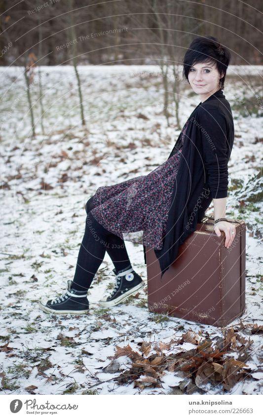suitcase Frau Mensch Natur Jugendliche Ferien & Urlaub & Reisen Winter Wald Wiese feminin Schnee Freiheit Erwachsene braun Eis warten sitzen