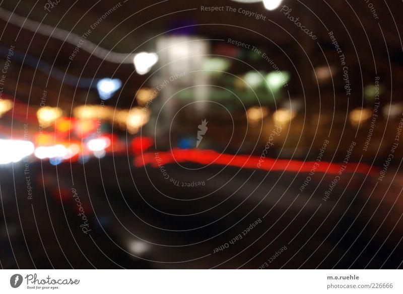 es flog uns zu Stadt Straße dunkel Bewegung träumen PKW Stimmung Energie Verkehr verrückt Geschwindigkeit Lifestyle Asphalt trashig Fahrzeug chaotisch