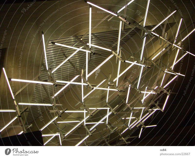 crossing lights Architektur Lampe fliegen Flugzeug verrückt erleuchten Flughafen Köln parallel Lagerhalle grell Flut krumm Bonn