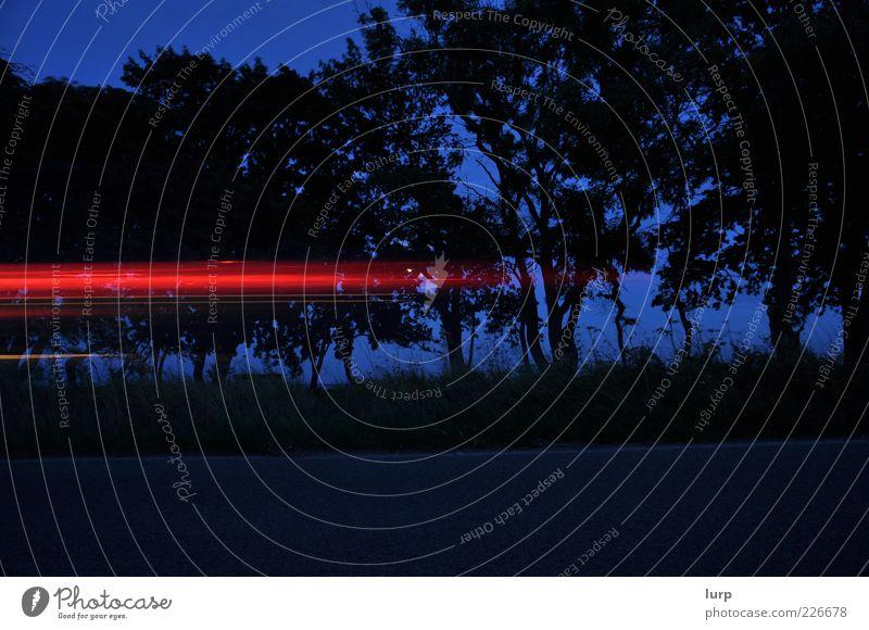 zu spät Himmel Nachthimmel Verkehrsmittel Verkehrswege Fahrzeug PKW Bewegung Geschwindigkeit Lichtstreifen Farbfoto Außenaufnahme Menschenleer Abend Schatten
