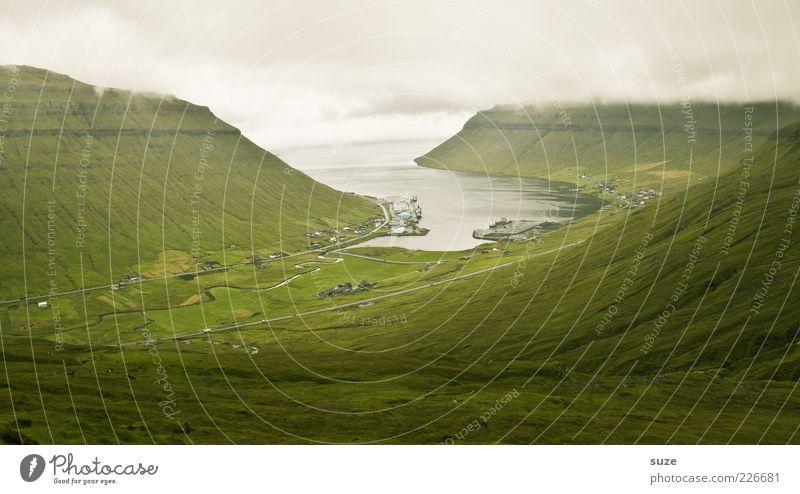Inselwetter Natur Wasser grün Ferien & Urlaub & Reisen Meer Einsamkeit Wiese Berge u. Gebirge Umwelt Landschaft Küste Wetter Nebel Tourismus Klima Urelemente