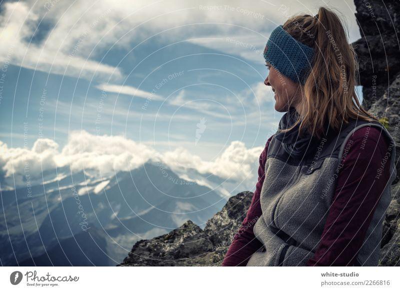 Bergblick Frau Natur Ferien & Urlaub & Reisen Jugendliche Junge Frau Sommer Landschaft Ferne Berge u. Gebirge Erwachsene feminin Tourismus Freiheit Felsen