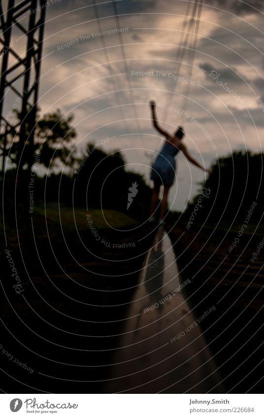 Balance or go arse over tit Mensch Jugendliche Einsamkeit Erwachsene Beine gehen 18-30 Jahre Kleid Junge Frau Gleise Gleichgewicht Leichtigkeit achtsam