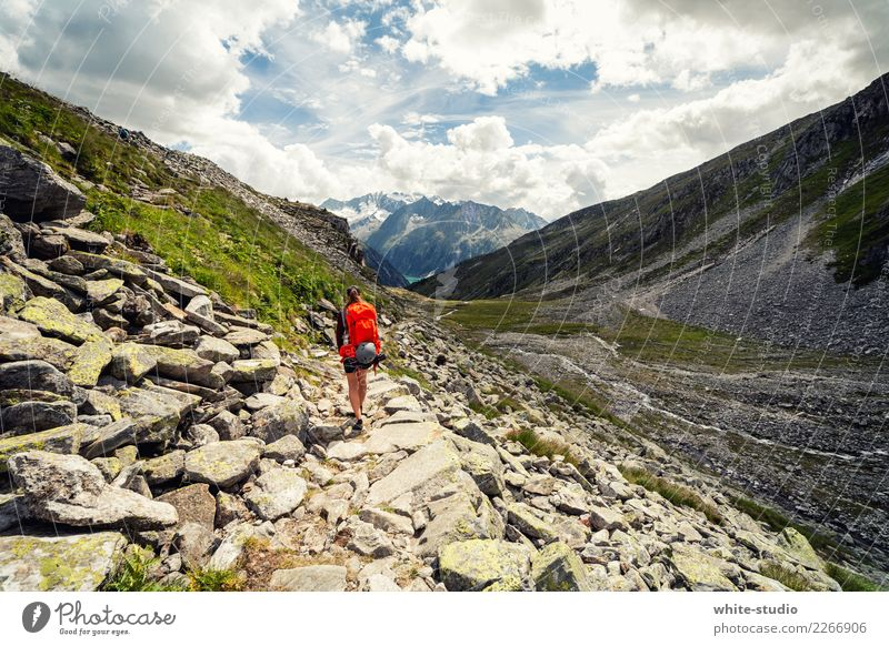 Einsam unterwegs Leben Wohlgefühl Zufriedenheit Sinnesorgane Ferien & Urlaub & Reisen Tourismus Ausflug Abenteuer Ferne Freiheit Berge u. Gebirge wandern 1