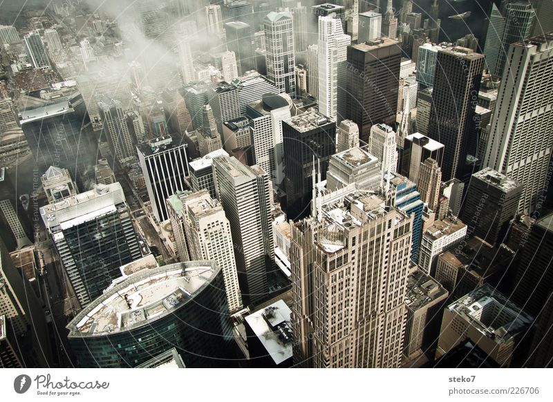 Vertigo Stadt Wolken kalt Hochhaus hoch trist Dach Reisefotografie Stadtzentrum USA Illinois Bürogebäude Chicago