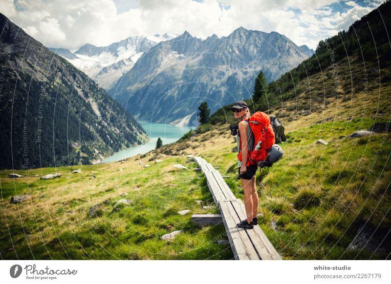 Pfad zum See Mensch Ferien & Urlaub & Reisen Jugendliche Junge Frau Sommer Ferne Berge u. Gebirge 18-30 Jahre Erwachsene Wege & Pfade Tourismus Freiheit Felsen