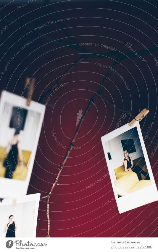 Instant pictures as decoration (04) Lifestyle Design feminin Junge Frau Jugendliche Erwachsene 1 Mensch 18-30 Jahre Häusliches Leben Dekoration & Verzierung