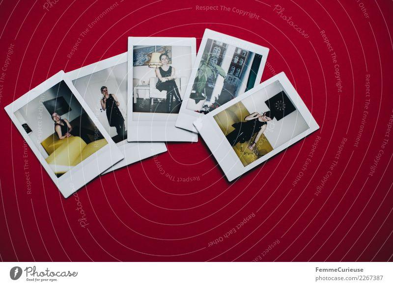 Instant pictures on red paper Lifestyle feminin Junge Frau Jugendliche Erwachsene 1 Mensch 18-30 Jahre rot Sofortbildkamera Polaroid Karton 5 Erinnerung