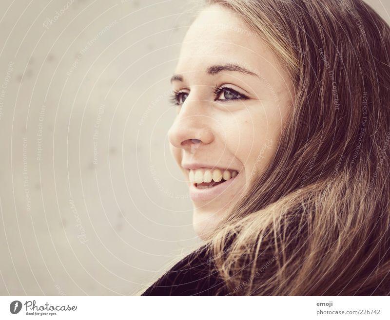 lachend. feminin Junge Frau Jugendliche Kopf Gesicht Mund 1 Mensch 18-30 Jahre Erwachsene schön Lächeln Haare & Frisuren Farbfoto Textfreiraum links