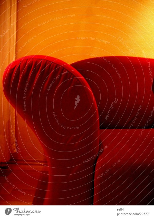 red II Sonne rot gelb Wand Wärme Raum sitzen Ecke Bodenbelag Physik Häusliches Leben Sofa Stoff Vorhang bequem