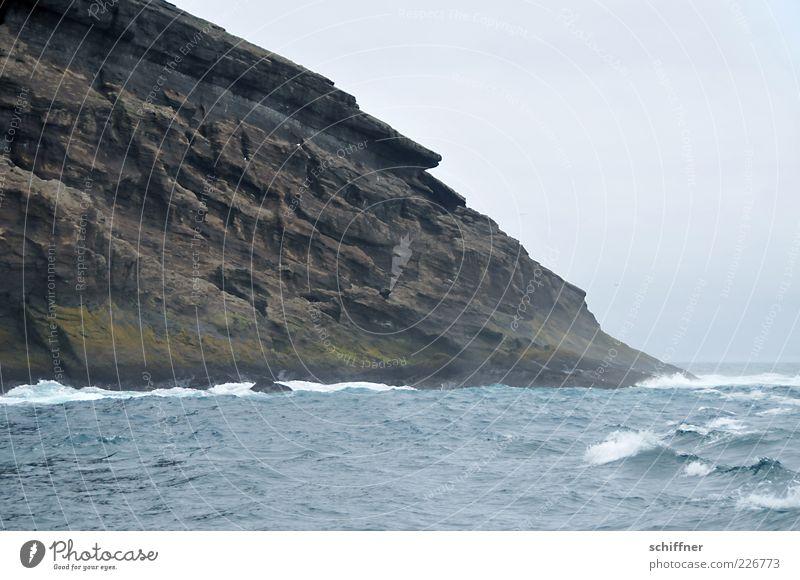steil Natur Wasser Meer Landschaft Wolken Küste Felsen Horizont Regen Wellen Wind Insel bedrohlich Urelemente Bucht Sturm