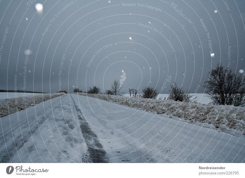 Melancholie Himmel Natur Wolken Winter Einsamkeit Straße dunkel Schnee Umwelt Landschaft Wege & Pfade Stimmung Schneefall Arbeit & Erwerbstätigkeit Feld Klima