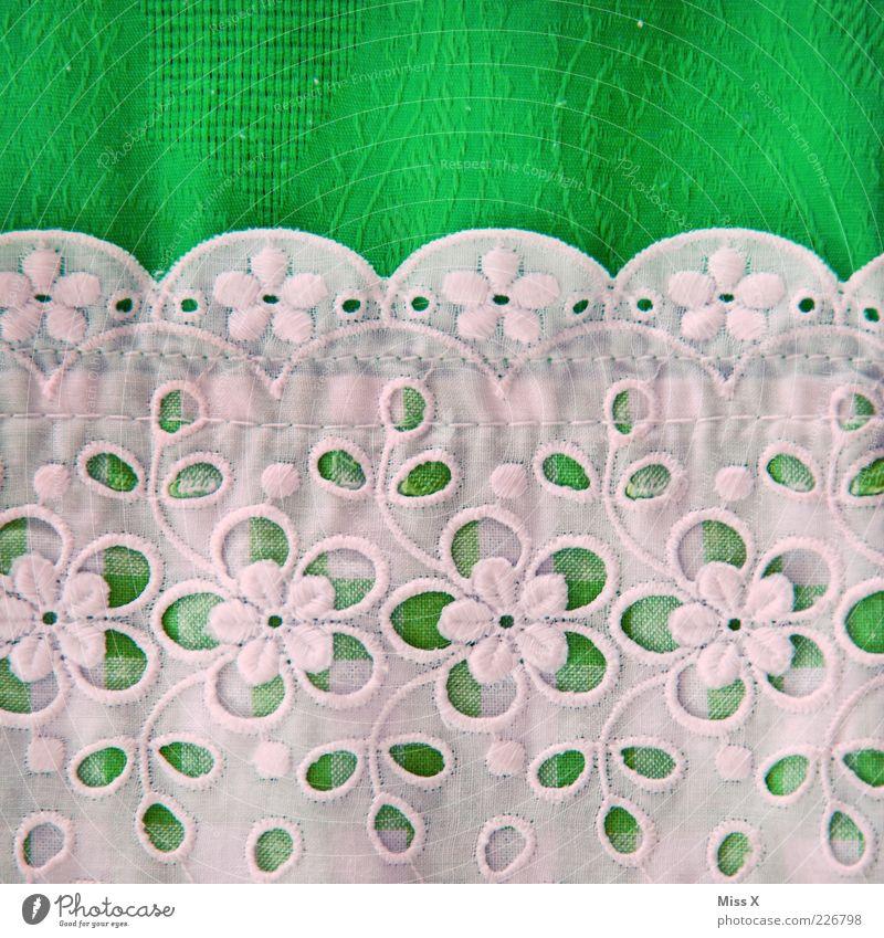 Omas Dirndl Stoff Kitsch grün weiß Trachtenkleid Stickereien Borte Dekoration & Verzierung Blume Stoffmuster Stoffblüten Farbfoto mehrfarbig Nahaufnahme Muster