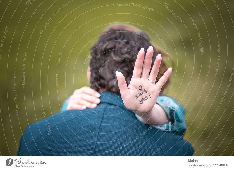 Verlobungsring Mann Frau Angebot Text Englisch ja Ring Jahrestag Feste & Feiern Paar paarweise Tag Liebe Verliebtheit Finger Geschenk Hand Glück Schmuck Küssen