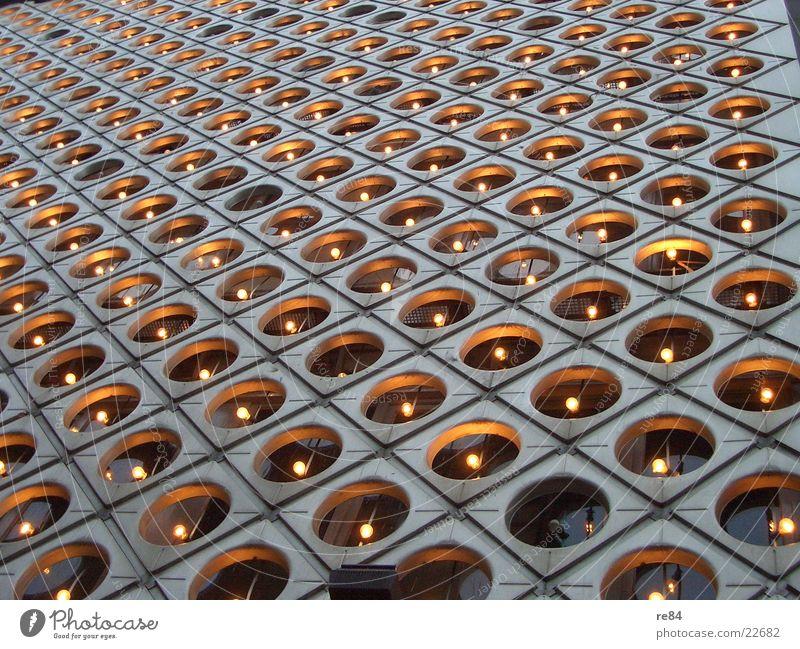 wo ist das hütchen? Haus Lampe Wand Garten Mauer hell Perspektive Platz Technik & Technologie Köln verstecken Geborgenheit Rahmen glühen Höhle